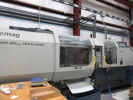 Demag ERGOtech 225 Ton plastic injection molding machine with 22.5 oz shot capability